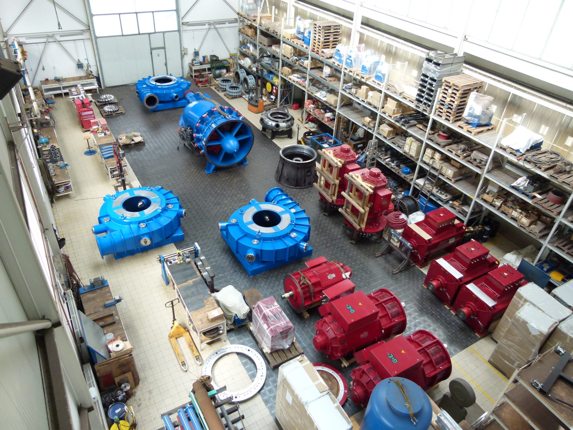 Assembly of equipment in the production hall